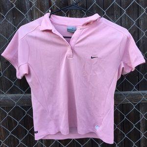 sporty nike 90s shirt